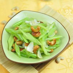 腰果百合炒芹菜的做法[图]