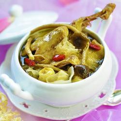 白莲茶树菇乳鸽汤的做法[图]