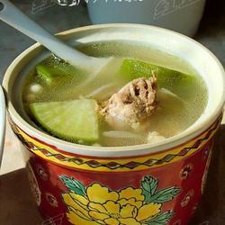 青萝卜煲鸭腿的做法[图]