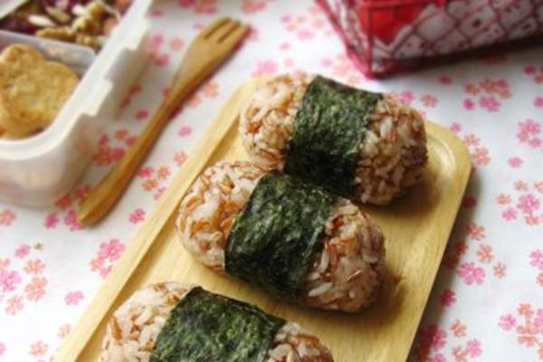 红糙米饭团
