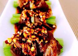 凉拌芹菜牛肉卷