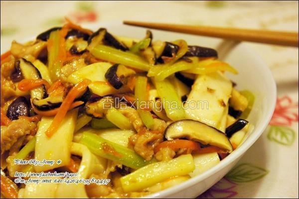香菇肉丝炒河粉