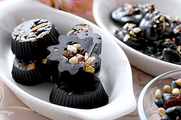 综合坚果巧克力