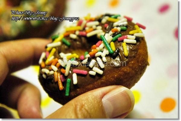 巧克力米甜甜圈