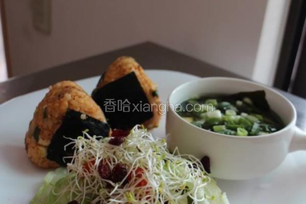 泡菜鲔鱼三角饭团