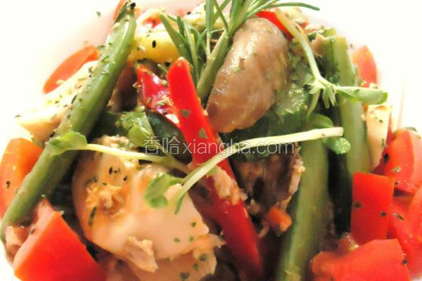 迷迭香鲔鱼拌菇菜