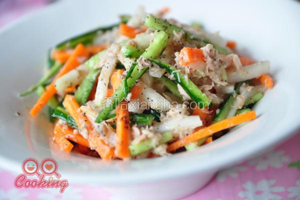双椒鲔鱼凉拌时蔬
