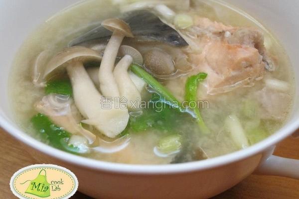 味噌鲑鱼汤的做法