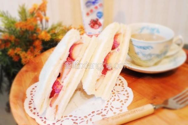 甜蜜蜜草莓三明治
