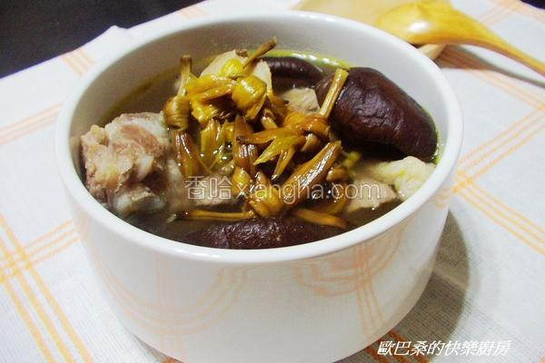 金针香菇排骨汤