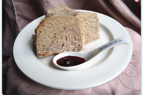 樱桃果酱面包