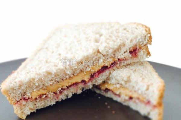 花生酱果酱三明治