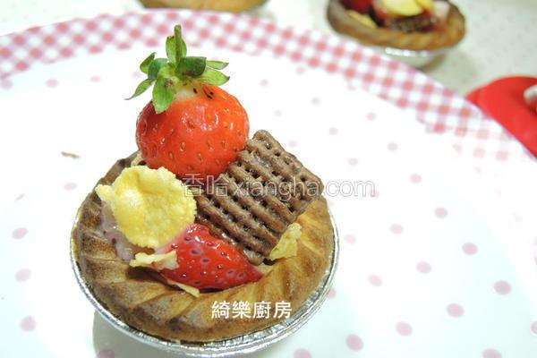 草莓炼奶脆片塔