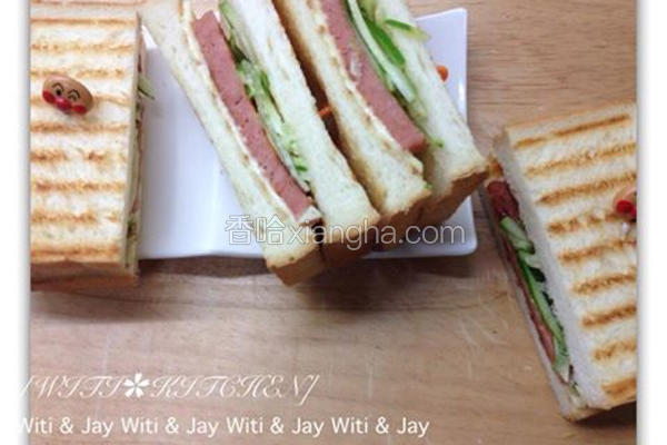 素火腿三明治