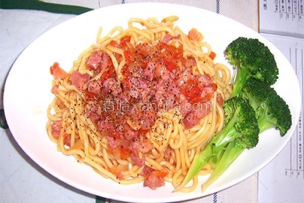 番茄香肠拌面