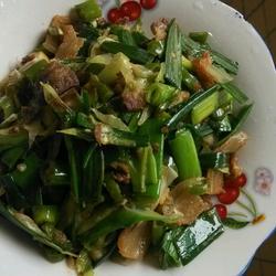 腊肉炒辣椒蒜苗