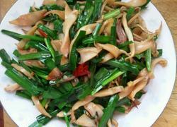 韭菜炒墨鱼。