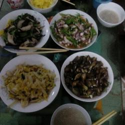 四个菜(香菇青菜.蒸茄子,娃娃菜.青椒炒八爪鱼)