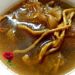 鱼翅花胶虫草鸡肉汤