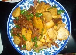 青椒凉薯炒新疆熏马肉