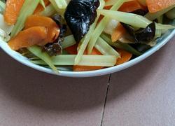 芹菜黑木耳胡萝卜炒肉
