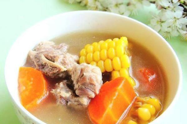 胡萝卜玉米排骨汤