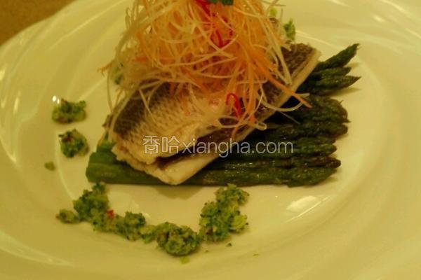 鲜芦笋烤鲈鱼
