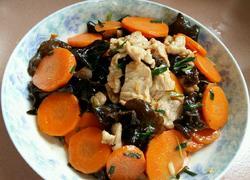 黑木耳胡萝卜肉片