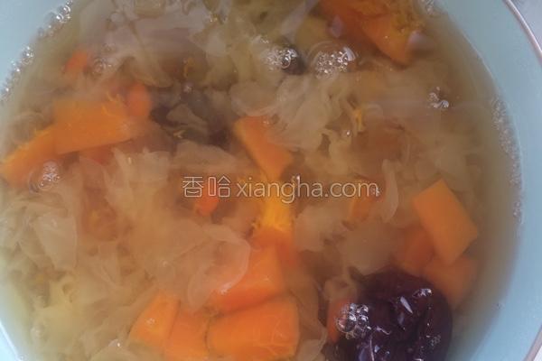 木瓜红枣枸杞银耳冰糖水