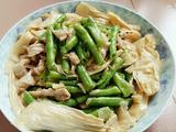 蒜蓉豇豆腐竹炒肉片的做法[图]