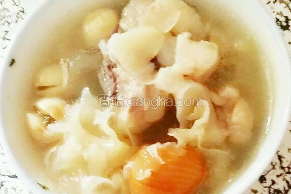 莲子百合银耳蜜枣排骨汤