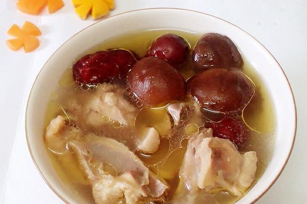 鲜菇红枣鸡汤