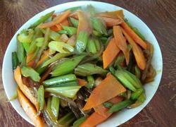 芹菜胡萝卜炒粉条