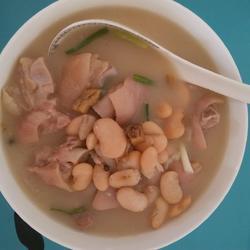 猪蹄炖白云豆