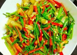 韭菜花爆炒猪耳朵