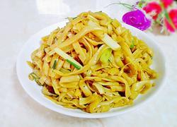 芹菜炒河粉