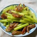 菜梗炒腊肉的做法[图]