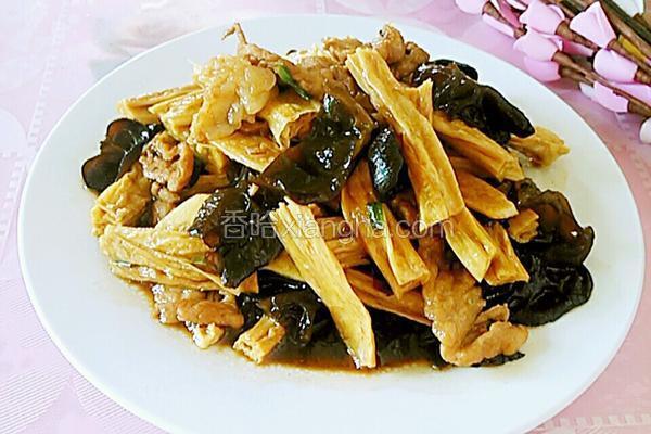 腐竹木耳炒肉片