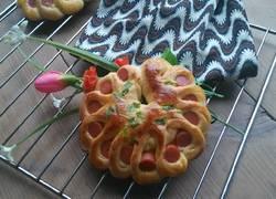 火腿肠花朵面包