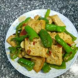 听这道菜的名字《家常豆腐》就让我想起了时时刻刻在为家人做菜的时候要用心认真的做法[图]