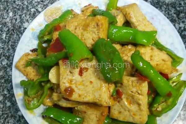听这道菜的名字《家常豆腐》就让我想起了时时刻刻在为家人做菜的时候要用心认真