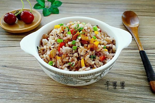 彩椒培根炒黑米饭