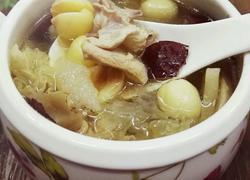 淮山莲子炖鸡汤