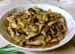 酸菜肉片炒香菇