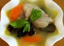 猪脚菌菇汤