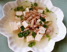 墨鱼仔炖豆腐