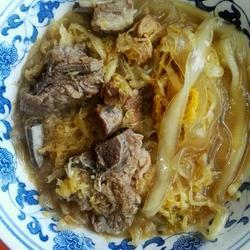 东北酸菜炖脊骨、粉条