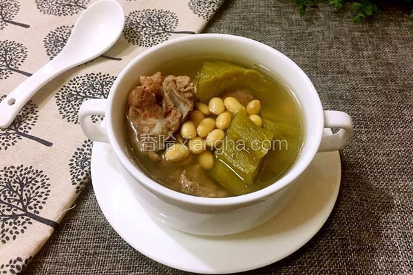 苦瓜排骨汤的功效_猪骨黄豆苦瓜汤的做法_菜谱_香哈网