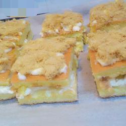奶油菠萝夹心肉松蛋糕