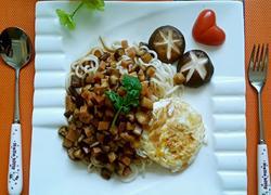 香菇火腿鸡蛋面